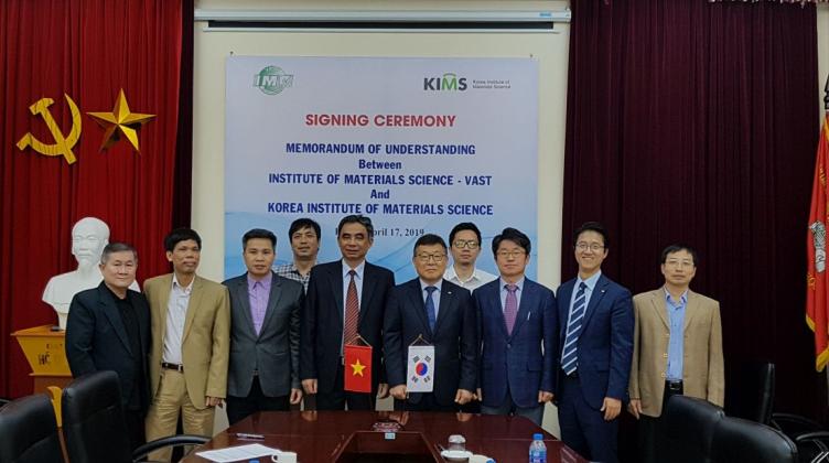 Chủ tịch Viện Khoa học vật liệu Hàn Quốc (KIMS) thăm và làm việc tại Viện Khoa học vật liệu