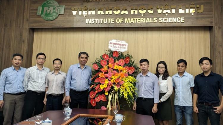 Đoàn thanh niên Viện Khoa học vật liệu chúc mừng ngày Nhà giáo Việt Nam 20/11