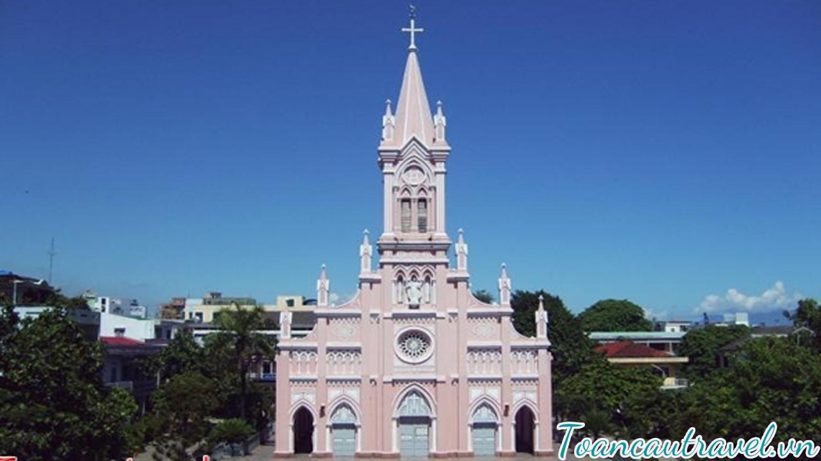 Nhà Thờ Con Gà là nhà thờ duy nhất được xây dựng vào thời kỳ Pháp thuộc