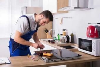 Thợ sửa bếp điện từ faster tại nhà cho khách hàng