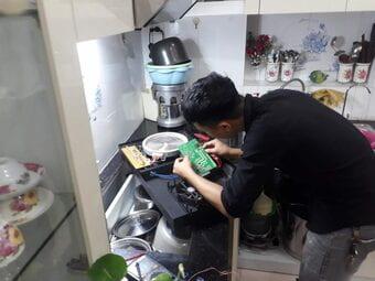 Chuyên nhận sửa bếp từ tại nhà cho mọi khách hàng
