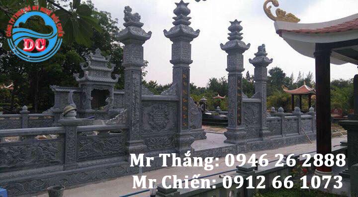 Cổng đá của toàn khu lăng mộ
