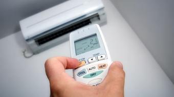 Kiểm tra máy điều hòa trước khi thực hiện vệ sinh máy