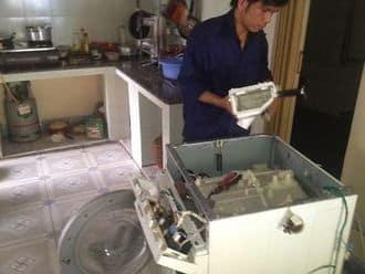 Máy giặt chạy kêu to hoặc rung lắc mạnh khi giặt, vắt