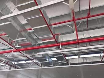 Lắp đặt hệ thống ống gió hút mùi bên trongxưởng